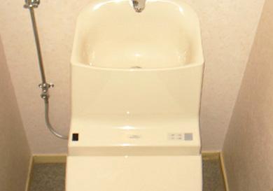 手洗いが付いたタンク一体型トイレへ