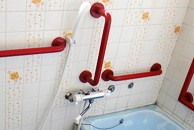 浴室の手すり取り付け